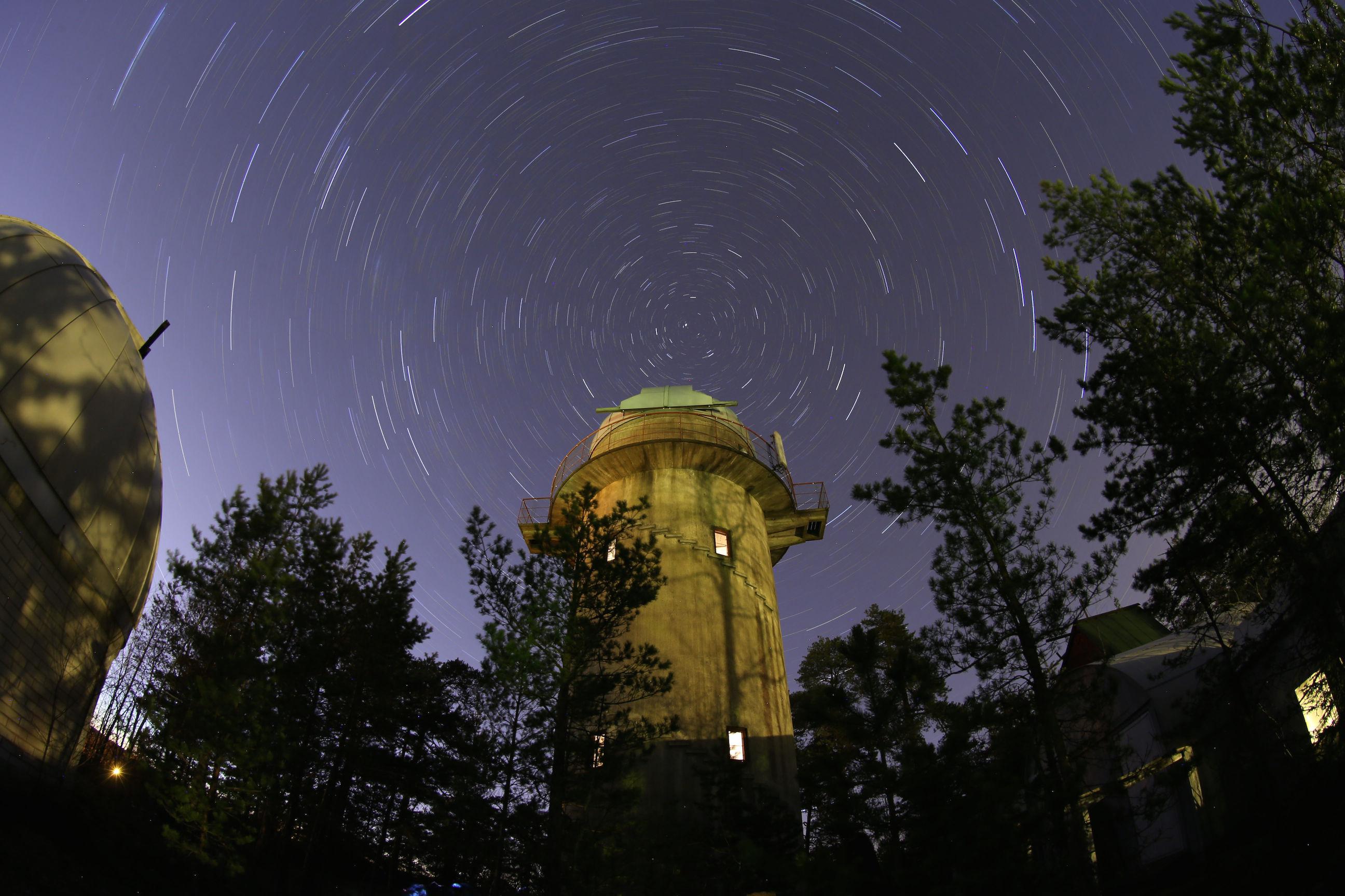 Fysiikan ja tähtitieteen kesälukiossa tilaa
